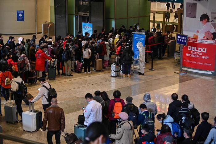 Coronavirus, arrivano i primi treni a Wuhan dopo due mesi