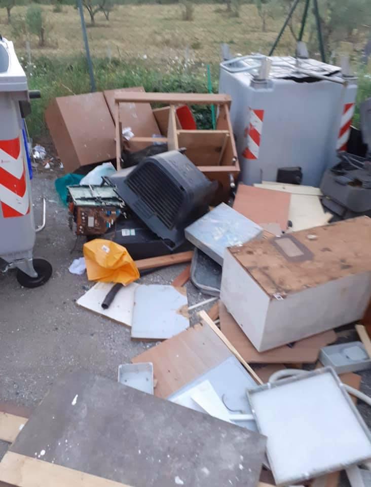 """Viterbo, Coronavirus, """"Chi abbandona i rifiuti in strada è un """"animale"""", per lui telecamere e sanzioni record"""", un arrabbiatissimo Arena su fb"""