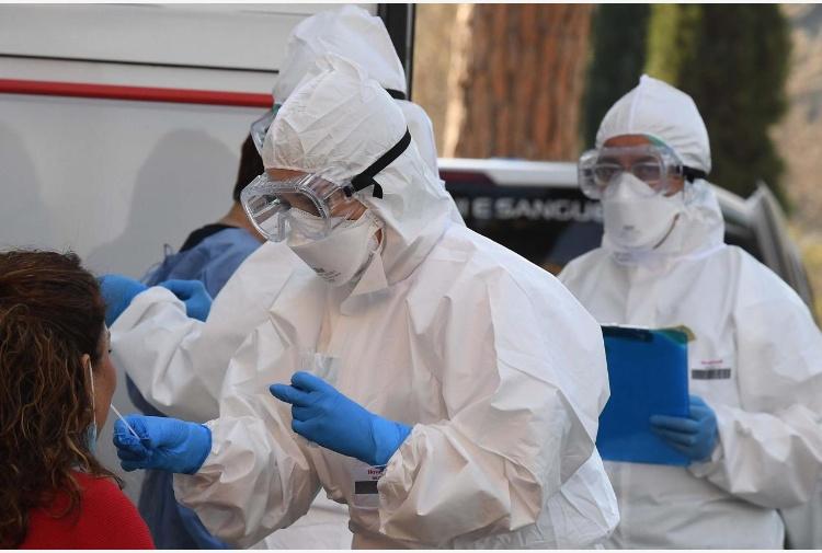 Coronavirus, nel Lazio 4022 i casi positivi, 1156 gli ospedalizzati con sintomi, 79 in terapia intensiva, vietato abbassare la guardia