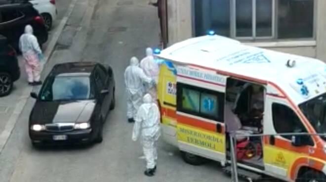Coronavirus, altri 369 morti in Italia
