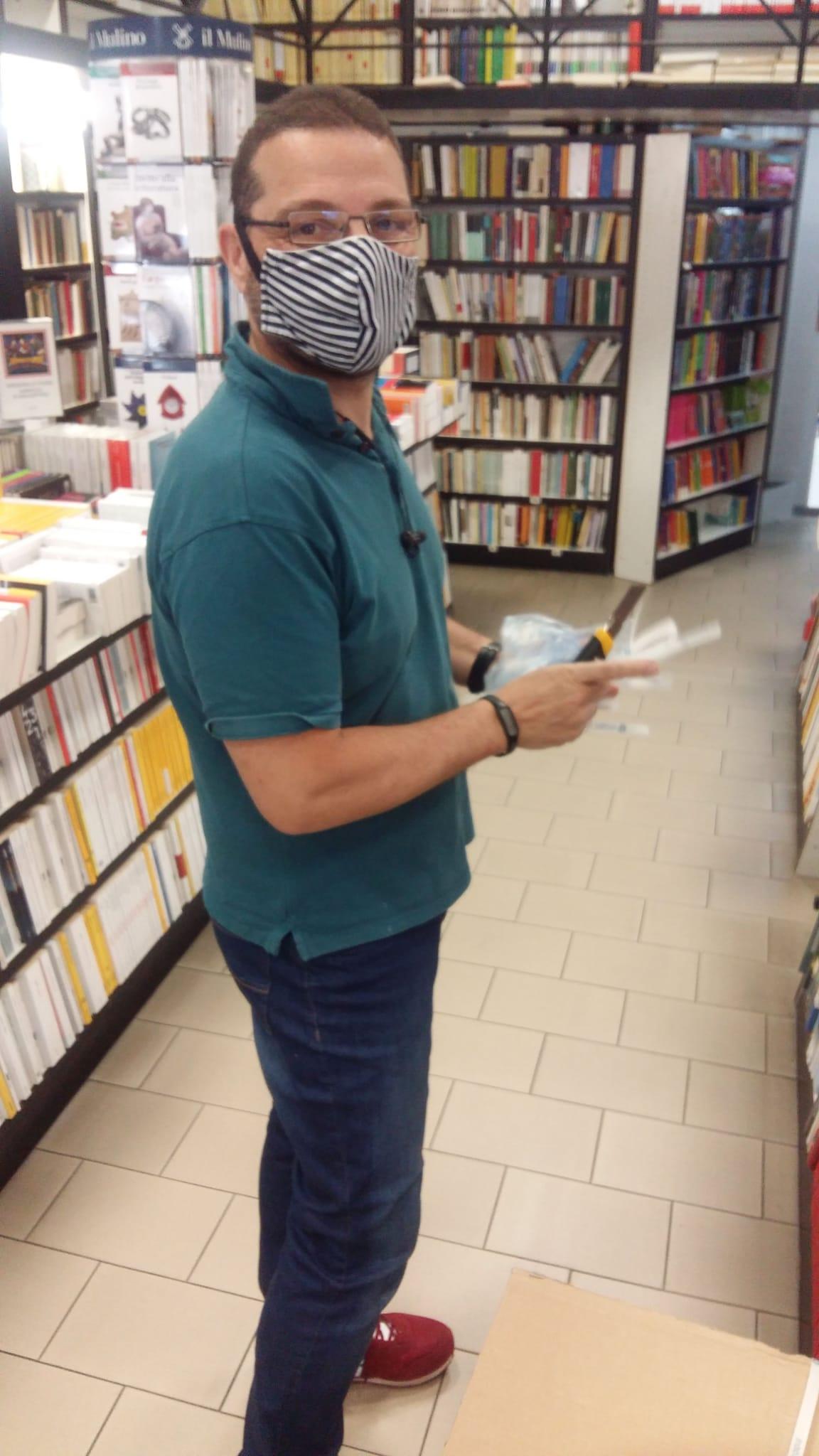 """Viterbo, Coronavirus, """"Viterbo riapre"""", """"Oltre la pandemia, bisognerà riabituare le persone alla lettura"""", parla Emanuele Paris (Libreria Fernandez)"""