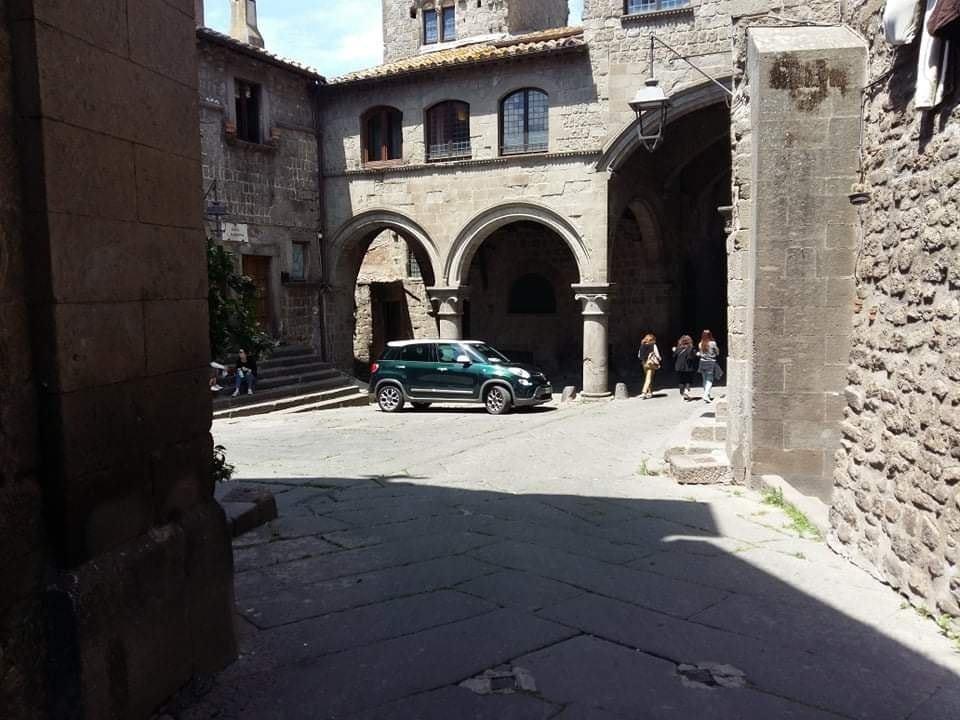 """Viterbo, """"la decrescita infelice"""", parcheggio """"privato"""" a San Pellegrino, una città in mano  ai """"feudatari"""""""