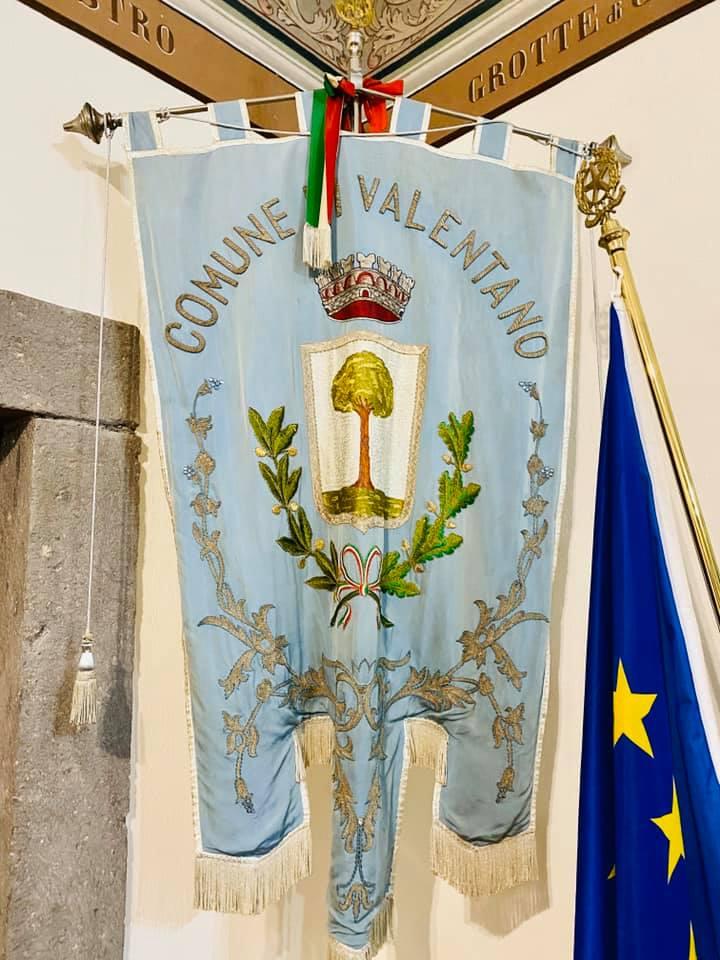 """Viterbo, Provincia, Coronavirus, """"Siamo ripartiti"""", Valentano ha riaperto, il sindaco Bigiotti al fianco dei commercianti, chiede prudenza e promette sostegno"""