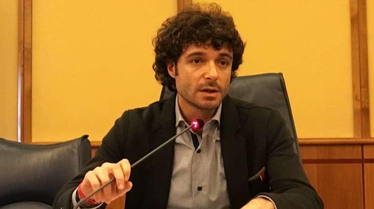 Lazio, Politica, altra forte scossa in casa pentastellata,  il consigliere regionale Marco Cacciatore lascia i 5stelle