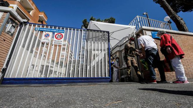 Coronavirus, San Raffaele, Palazzo Garbatella, due focolai preoccupano la capitale, solo oggi 15 nuovi casi (tra cui due bambini)
