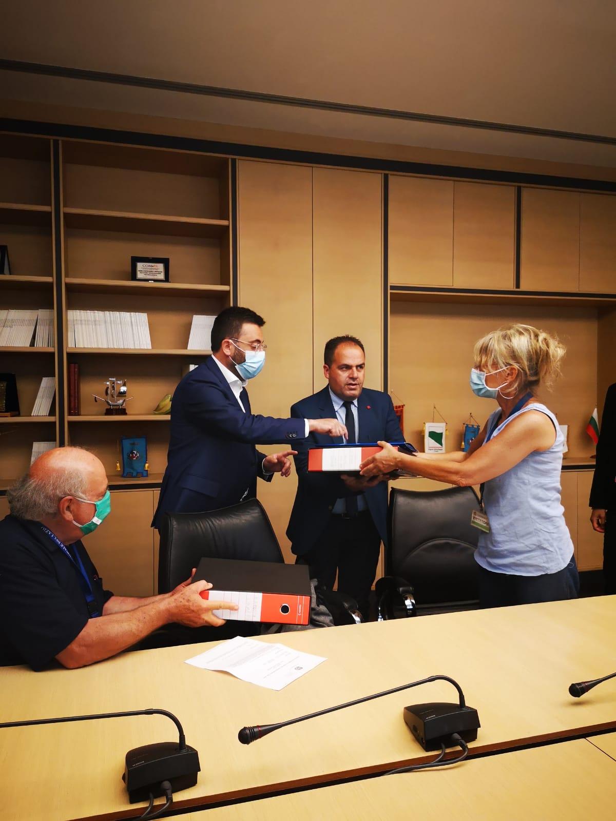 Viterbo, Roma, Non ce la beviamo, i Comitati consegnano  le 15000 firme della Tuscia al Presidente del Consiglio Regionale