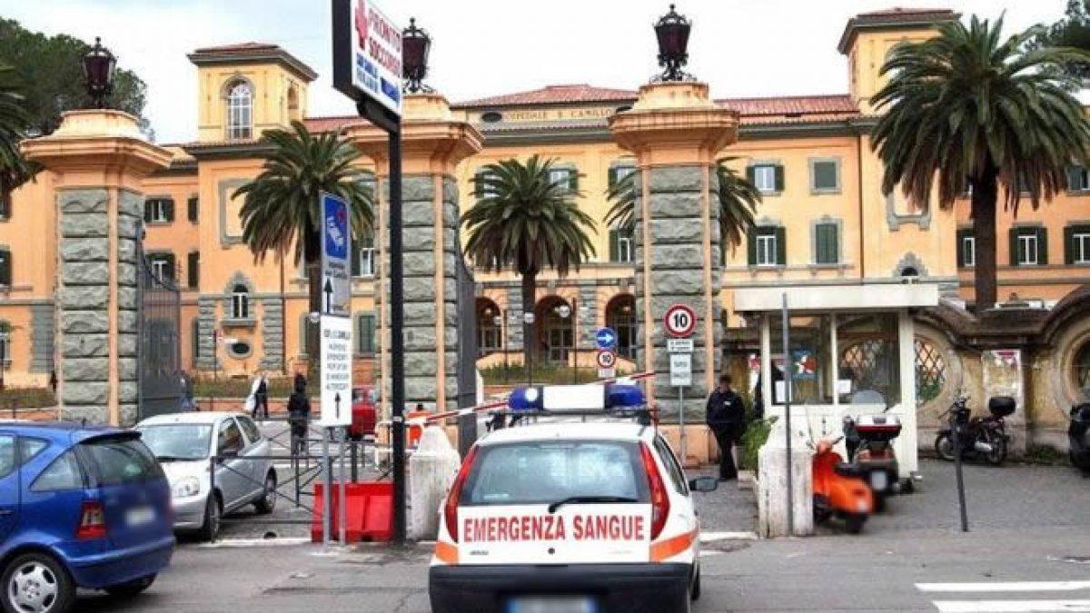 Roma, terrore al pronto soccorso del San Camillo: 44enne impazzisce,  devasta tutto e aggredisce guardia giurata che spara un colpo