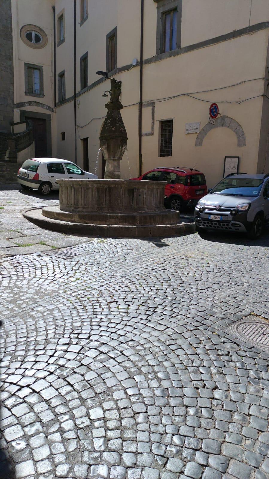 Viterbo, la città che muore, da Piazza della Crocetta a Piazza dei Burgundi il passo è breve, invasioni barbariche quotidiane