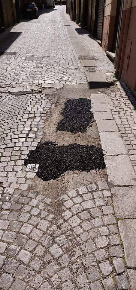 """Viterbo, la giunta Arena usa il """"rattoppo"""" e tiene stretto il """"malloppo""""…. strade allo stato brado come l'amministrazione…. (povera Orologio Vecchio)"""