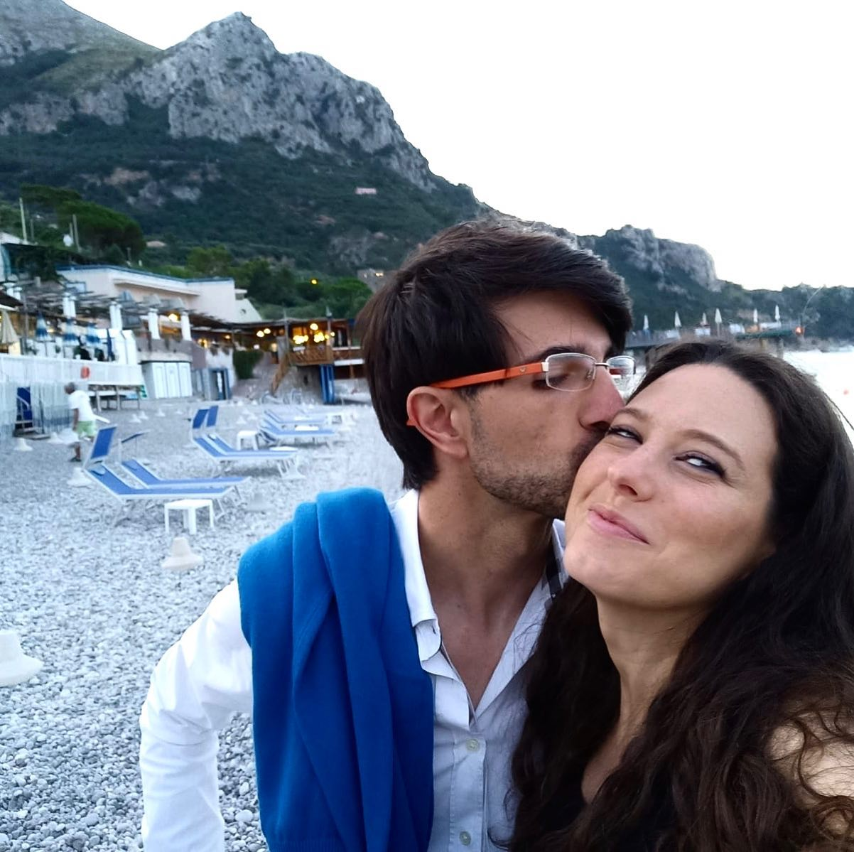 """Viterbo, """"cuori in Comune"""", foto-bacio su fb per l'anniversario a Sorrento per la coppia Sberna-Sabatini, il nuovo """"partito dell'amore"""" illumina Viterbo"""