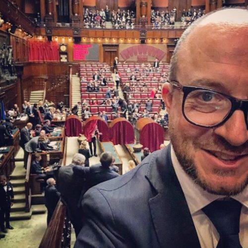 """Viterbo, Comune, Rotelli si inventa promoter su fb per salvare la """"peggiore estate viterbese"""", stanchissimo show virtuale dell'onorevole di destra che piace a certa sinistra"""