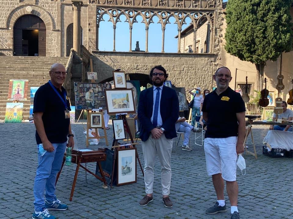 """Viterbo, De Carolis occupa Piazza San Lorenzo per tutti gli eventi ormai, cronaca della """"mortificazione"""" di una piazza storica"""