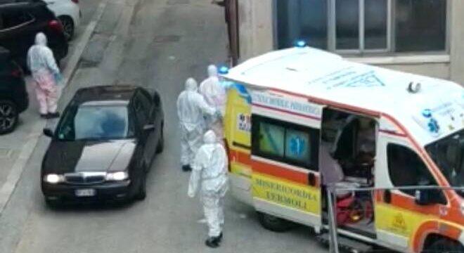coronavirus-ambulanza-termoli-tute-protettive-169583.660×368