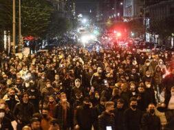 ++ Covid: Napoli;in centinaia a protesta contro restrizioni ++