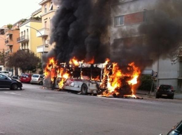 Roma, bus in fiamme sulla Cassia, 24esimo in 11 mesi nella capitale