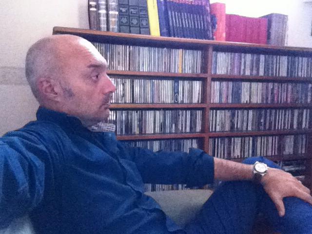 """Covid, """"Scuole aperte, ma nessuno si preoccupa della salute dei prof"""", da Napoli l'insegnante Alfredo Capozzi lancia l'allarme"""