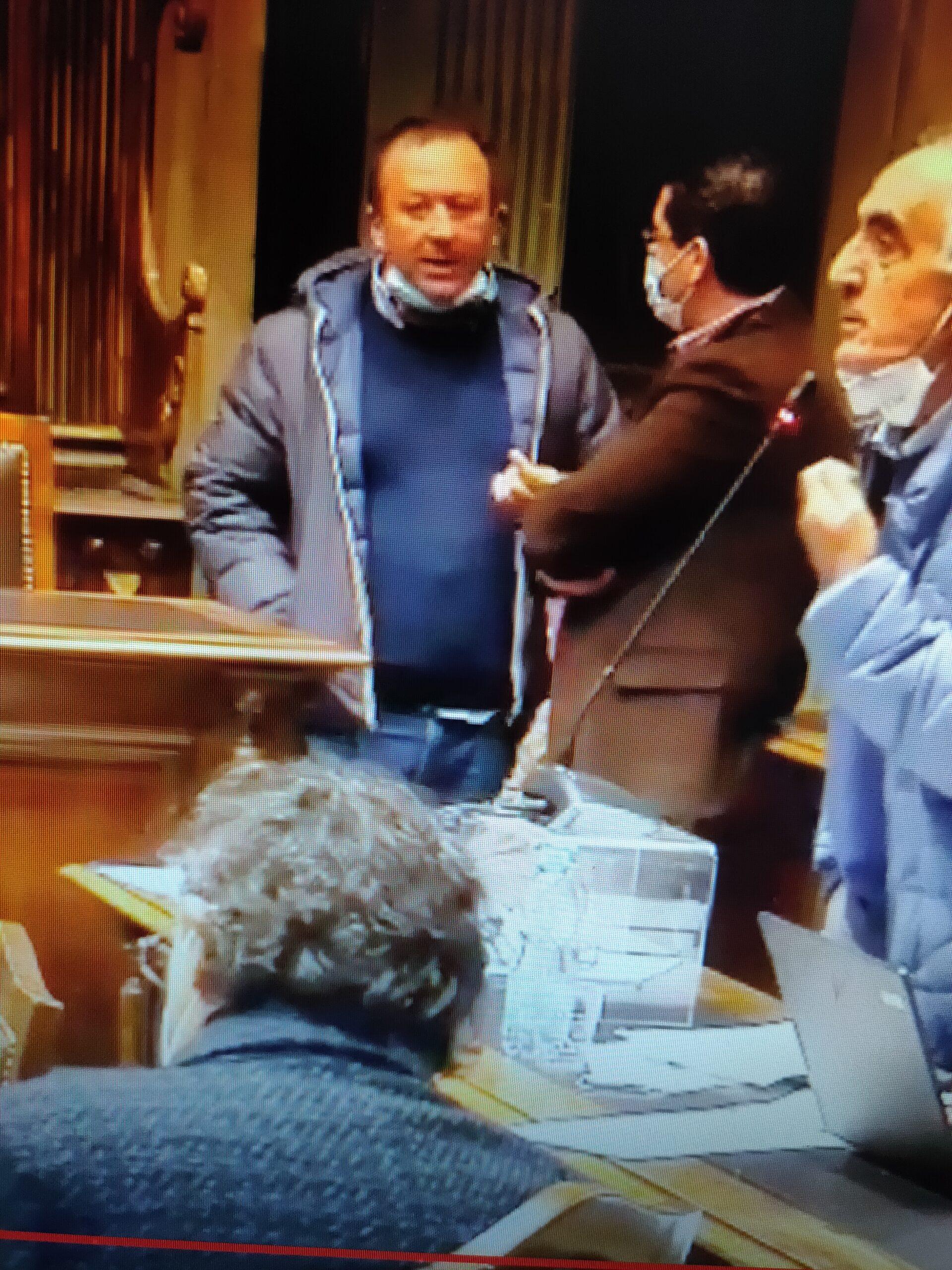 """Viterbo, Consiglio Comunale: """"a mascherina abbassata"""", Grancini discute con Barelli, Ricci fa il suo monologo, le regole a Viterbo non esistono"""