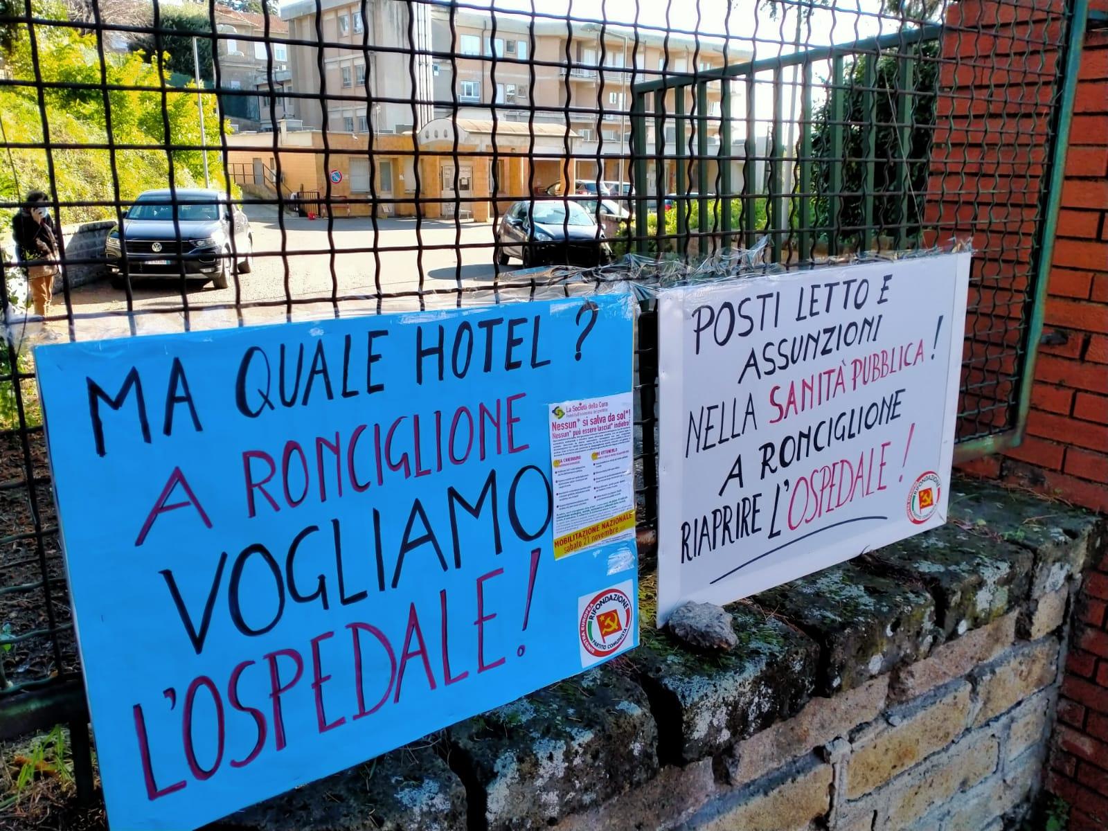 """Viterbo, Covid, """"Salvate gli ospedali pubblici, basta coi soldi ai privati"""", sit in di protesta del Prc a Ronciglione"""