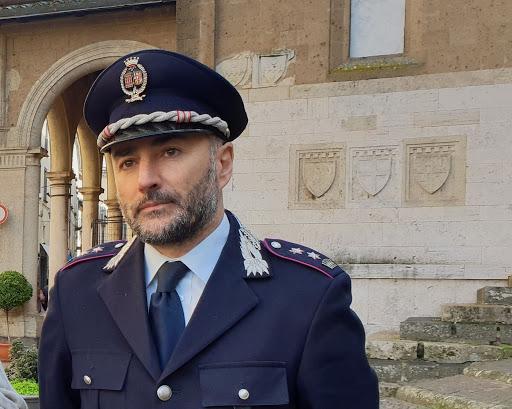"""Viterbo, polizia urbana, il """"nostro"""" Otello Celletti scrive  al comandante Vinciotti: """"Ma lei esiste, l'abbiamo vista sul gazzettino stra-local!!!"""""""