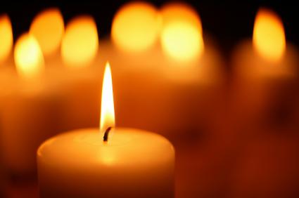 Covid, sono più di 70mila i morti dimenticati, 553 in Italia e 44 nel Lazio in sole 24 ore, accendiamo una luce per loro