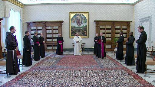 """Vaticano/""""Mi danno fastidio i cristiani che pregano come pappagalli"""" (Papa Francesco)"""
