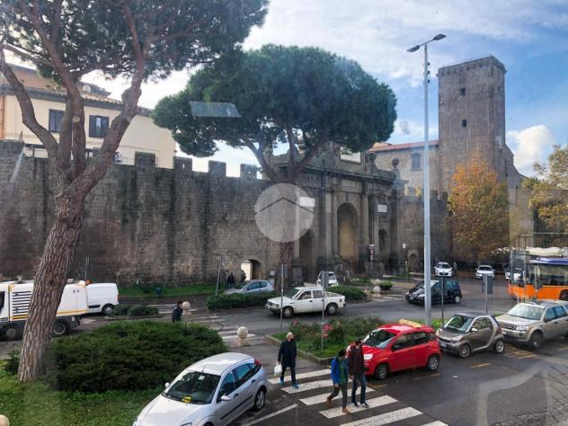 Viterbo, Piazzale Gramsci, il ping pong  da telenovela tra la Frontini (cum Vannini!!!) e la Allegrini