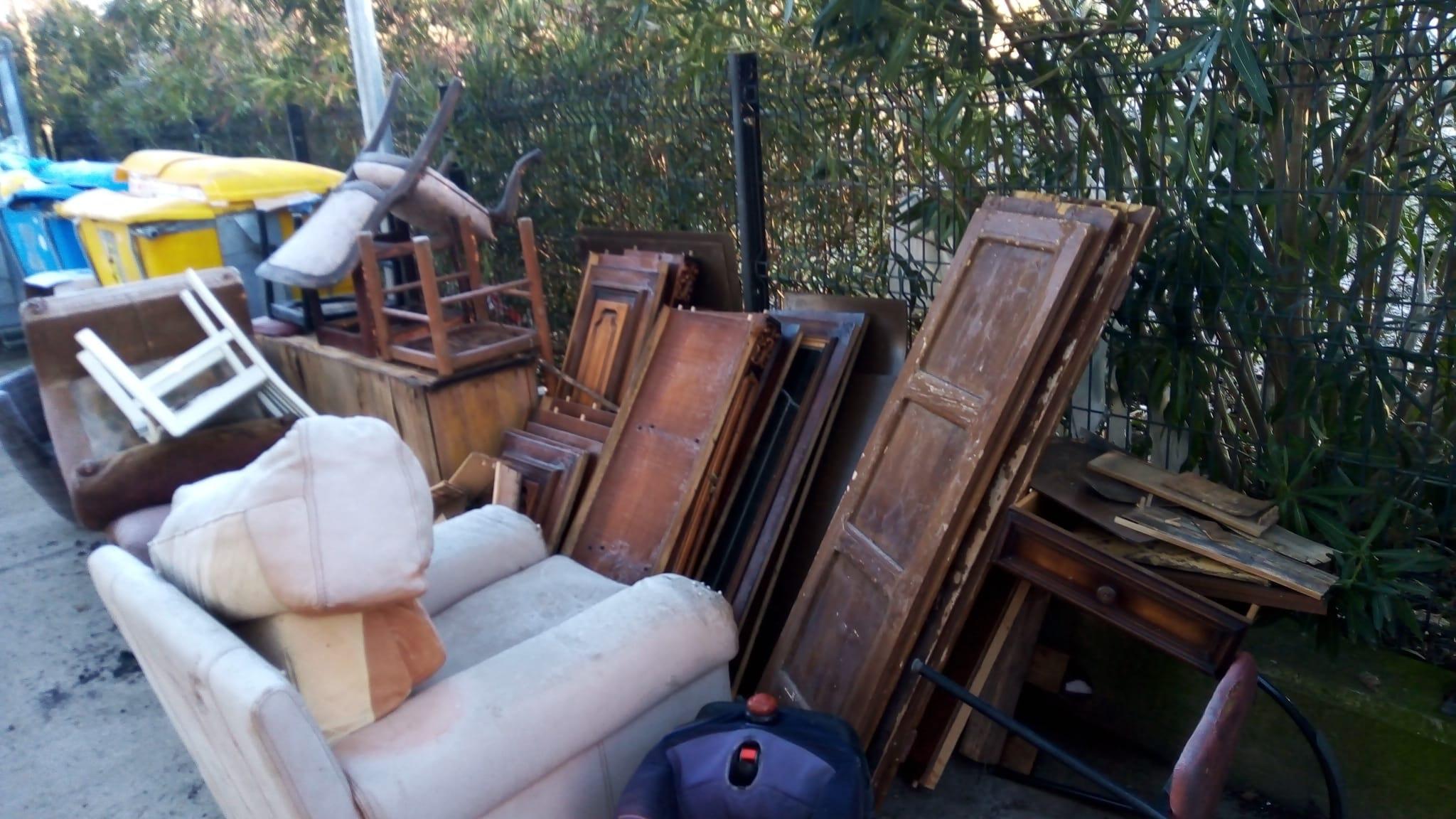 Vetralla, rifiutiingombranti abbandonati in via FossoGrande