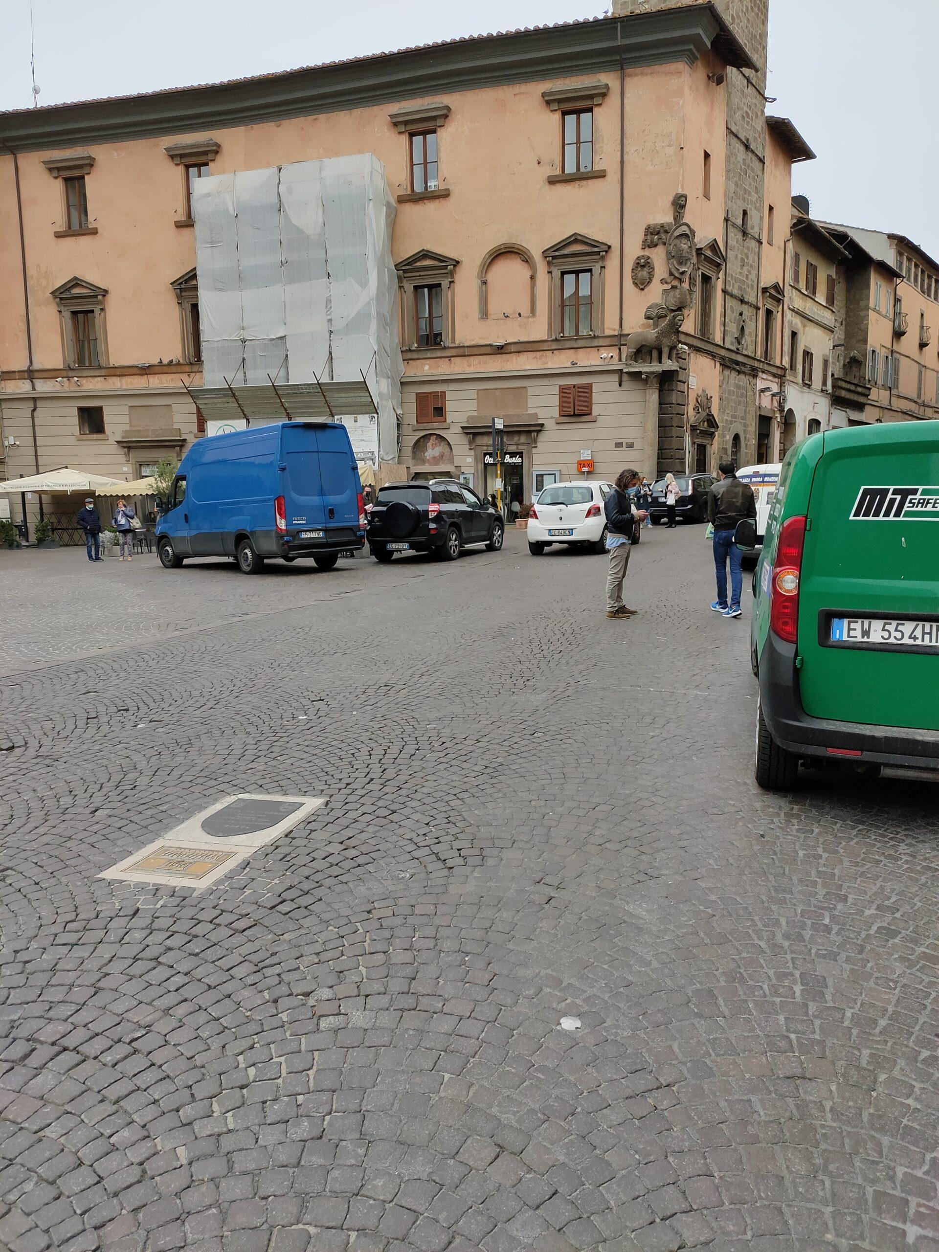 """Miracolo a Viterbo,  città """"turistica"""", le strade si puliscono e si asfaltano a suon di chiacchiere"""