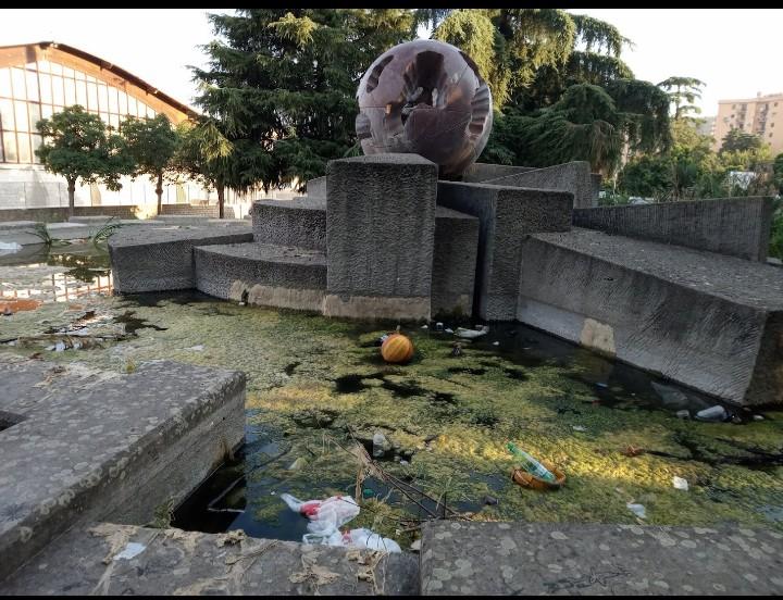 Viterbo, la  Fontanasfera da monumento a simbolo del degrado della città dei Papi