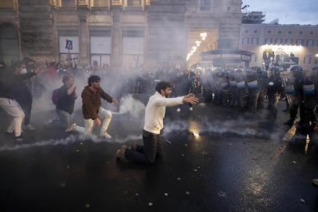 Green pass: assalto al pronto soccorso a Roma, 4 feriti