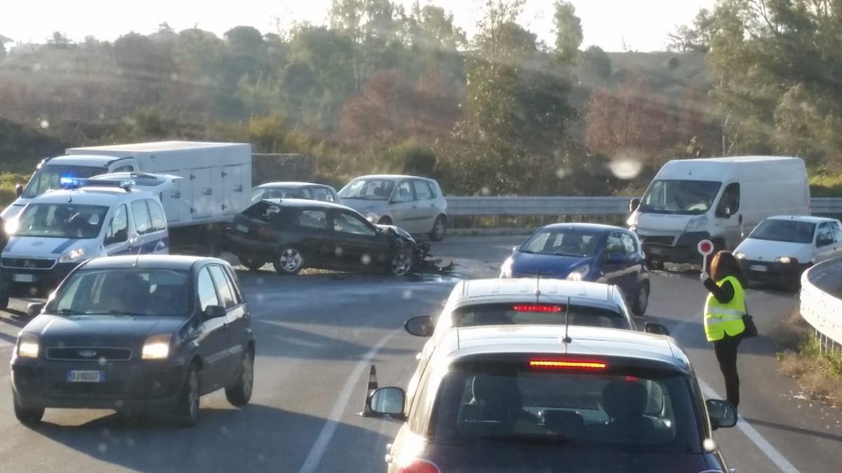 Triplo incidente su Pontina, Laurentina e GRA: code e rallentamenti alla circolazione